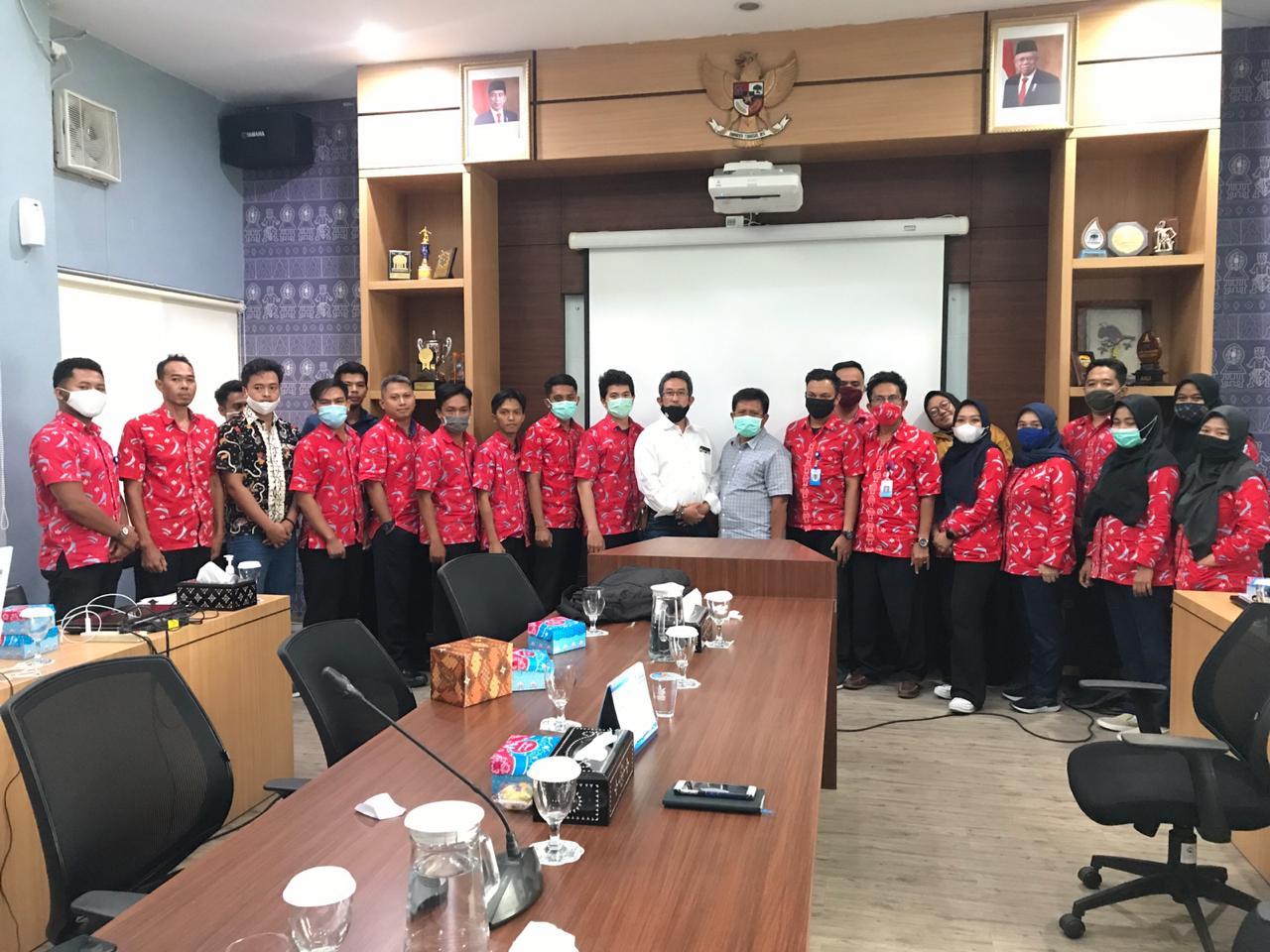 FOTO BERSAMA. Penutupan Pelatihan Pemanfaatan Epanet ditutup dengan foto bersama dengan Direksi, Narasumber dan Peserta Pelatihan.